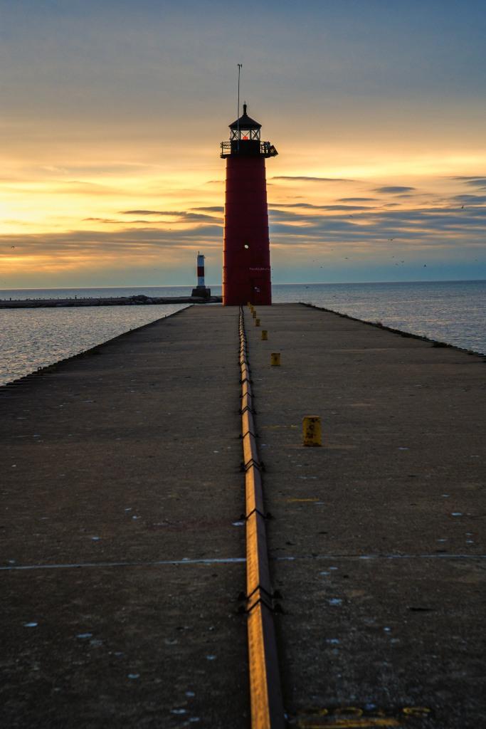 Kenosha lighthouse at dawn, 13 May 2014