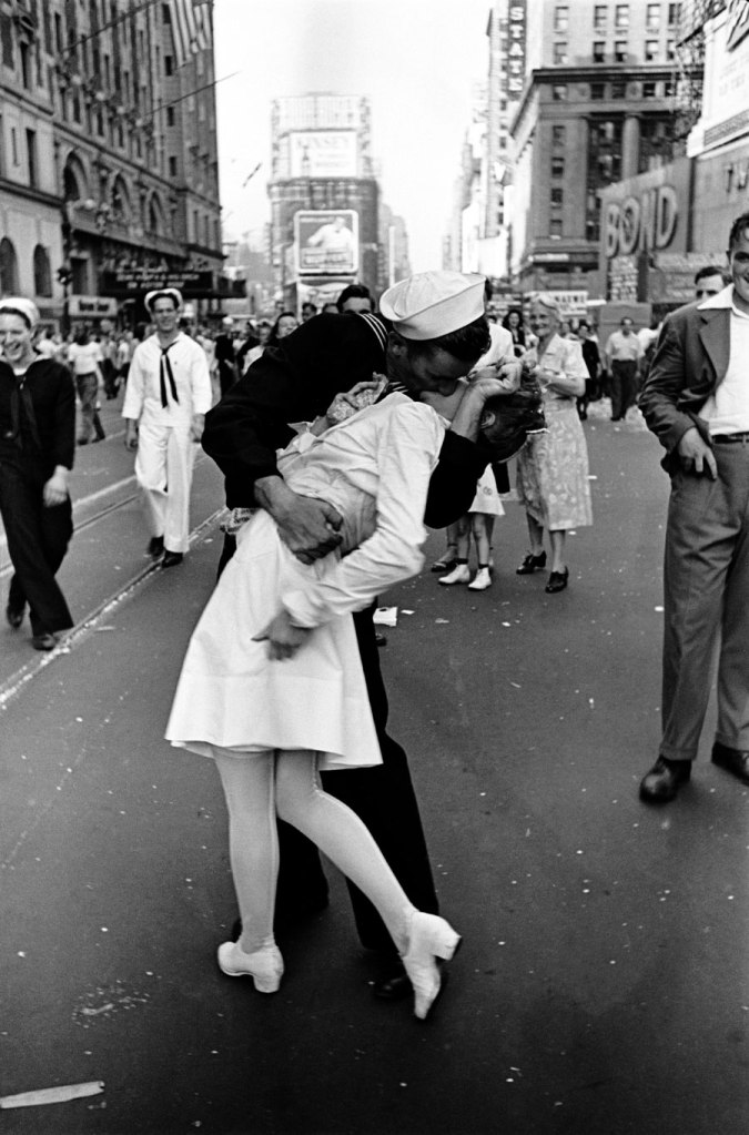 Fig x: V-J Day, by Alfred Eisenstaedt, 1945